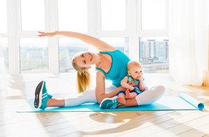 Упражнения с ребёнком на руках